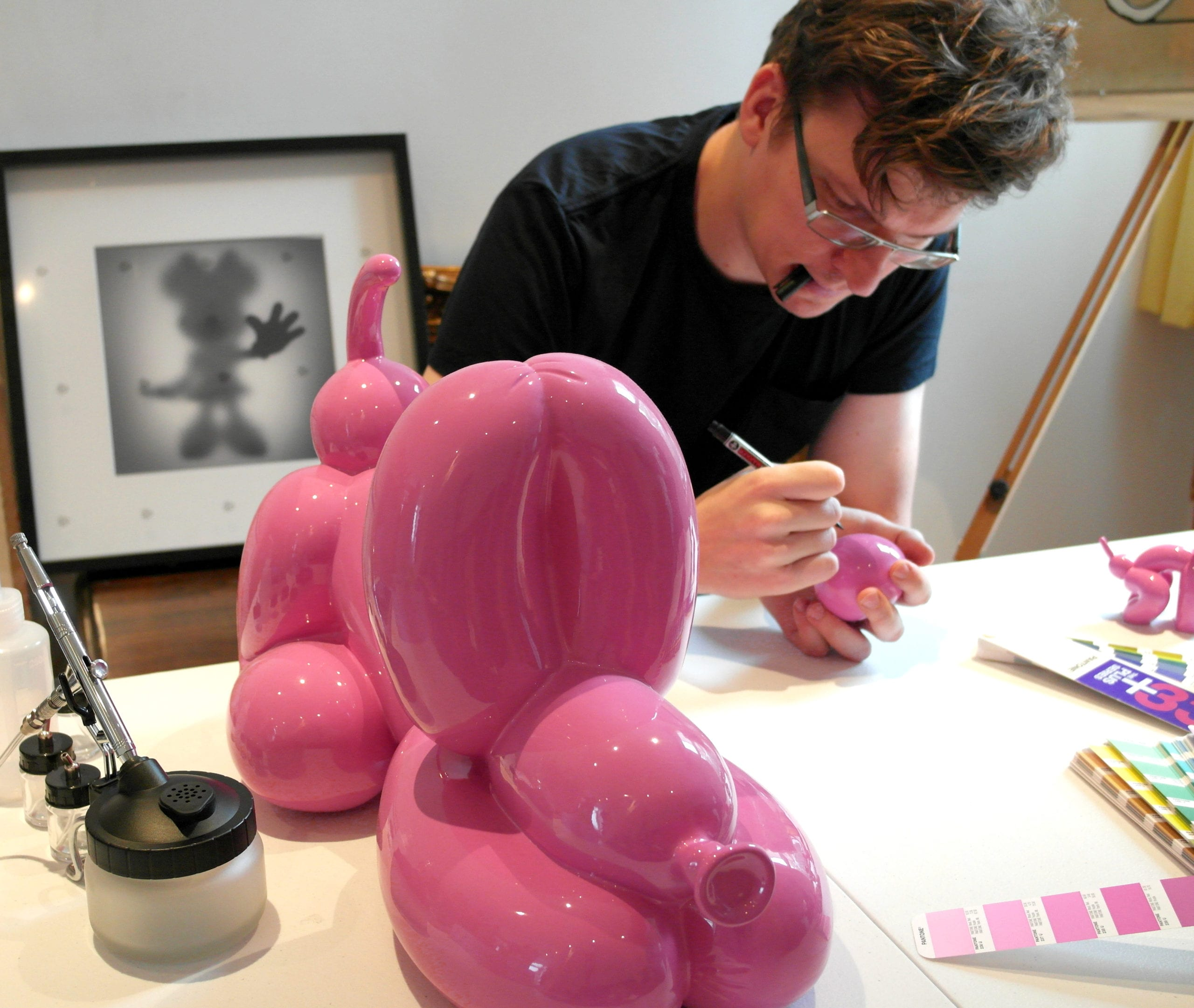 Happy POPek statue Pink 50 cm, Sebastian Burdon in his studio,